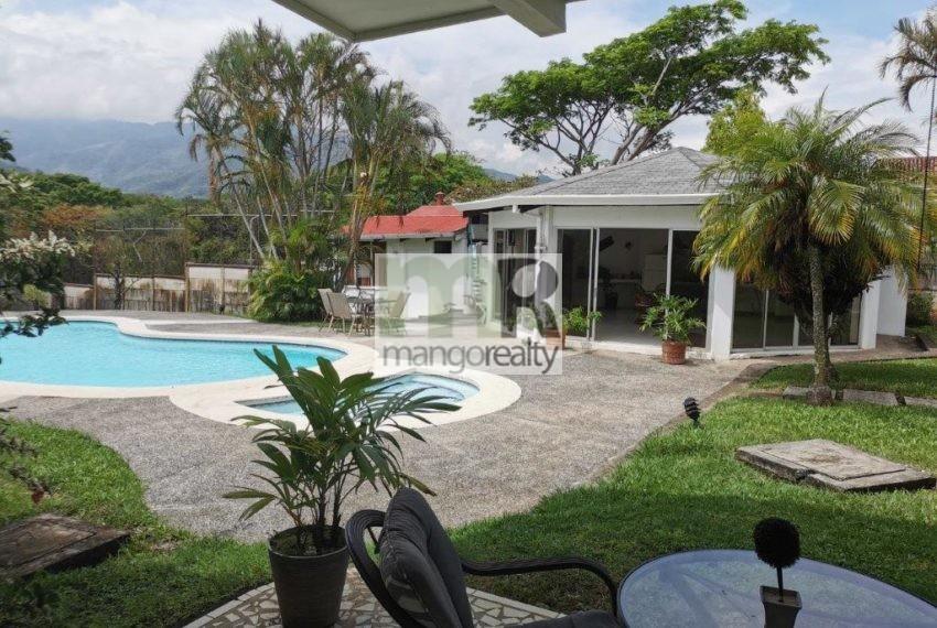Casa_Lujo_Pozos_jardin